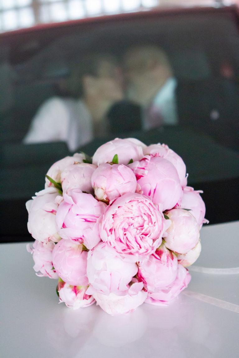 Rosa-Brautstrauß-Pfingstrosen